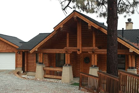 Log Home w/ Amazing Views and A/C! - Idyllwild-Pine Cove - Dům