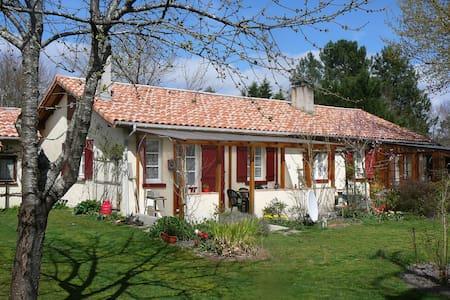 Hausteil mit Garten für 4 Pers. - Parentis en Born - House