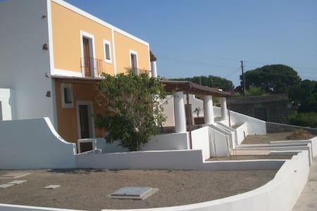 Villa a  100 metri dalla spiaggia - SANTA MARINA SALINA - Villa