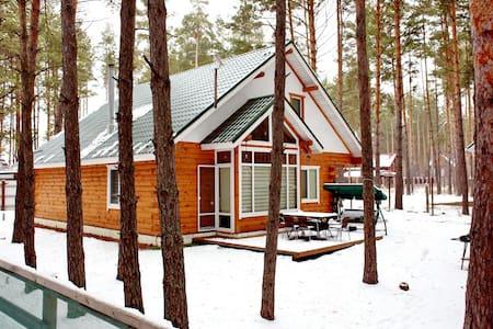 Деревянный коттедж в лесу - Ház
