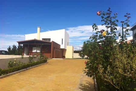 Vivenda agradável em aldeia calma - Reguengo Grande