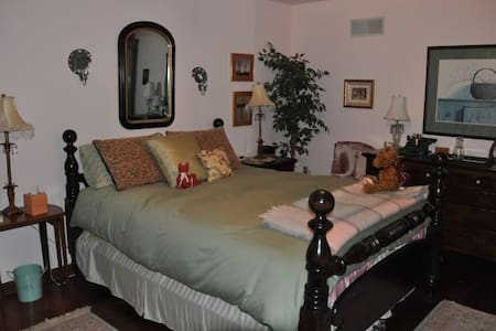 Private Room & Bath for 3 - Townsend - Bed & Breakfast