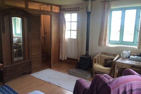 Detached straw-bale cabin nr Glasto - Langport - Cabin