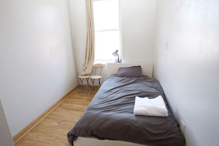 nice room in bedstuy 5
