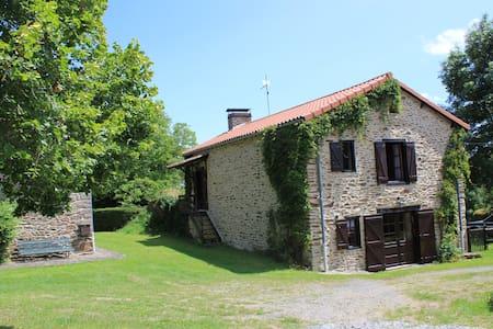 Grande ferme restaurée - House