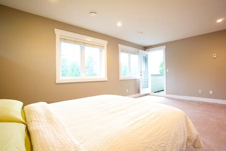 A brand new spacious house, deep into the nature, yet very close to the city. The most beautiful part of North Vancouver, perfect location for public transport and outdoor activities. Your stay includes a continental breakfast.