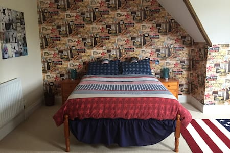 Large double room in beautiful Bray - Rumah