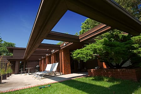 Frank Lloyd Wright's Schwartz House/Still Bend - Two Rivers - Haus