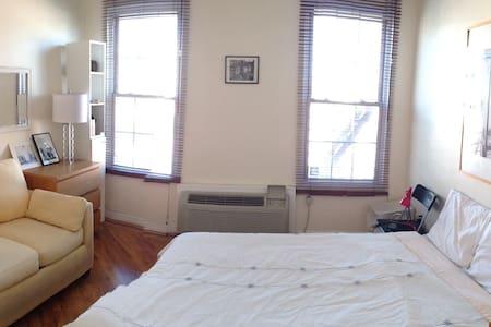 Private bedroom for 2 in Hoboken
