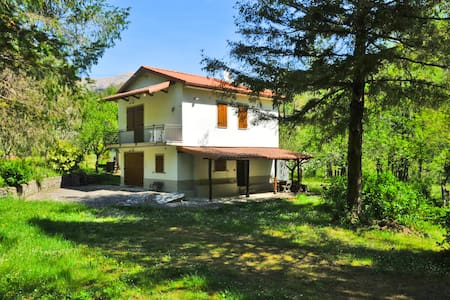 *LAST MINUTE* La Pineta near to creek and beaches - Licciana Nardi - House