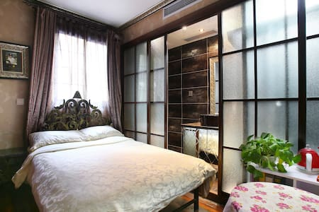 Warm and cozy guest room with private bathroom in a vintage building.Typical,local and authentic neighborhood. Great location in Former French Concession ,close to Metro line 1, walking distance to Huaihai road West Nanjing road.
