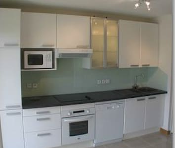 Lovely two double bed-room apartment in modern secure building, gated. Wifi, washer/dryer, dishwasher, cable TV. Parking.Nicely furnished and well equipped. Minimum 5 days stay!