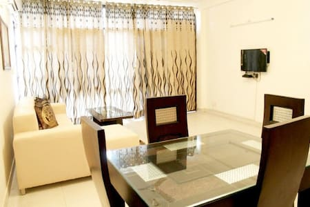 Defence Colony Luxurious 1 bedroom Apartment - Byt