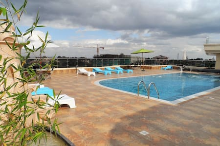 Our home is in the heart of Kilimani, between Hurlingham and Lavington, and a three minute stroll to Yaya Centre, restaurants and bars. We have 24h security, a rooftop pool, BBQ, gym and sauna for you to enjoy besides the amazing 360 degree view.