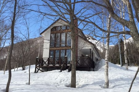 New chalet minutes walk from lifts  - Chalet