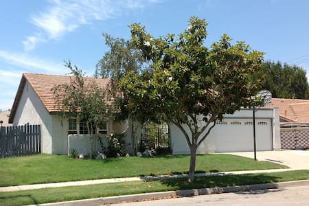 House 3 miles from Reagan Library - Ev