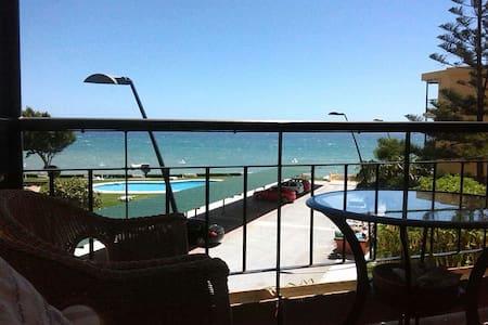 Apartamento 1ª linea de playa en Estepona - Estepona - Lägenhet
