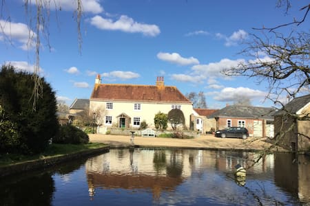 Dog friendly bed and breakfast - West Sussex