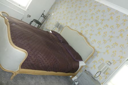 A bright/airy double rm + ensuite - Bed & Breakfast