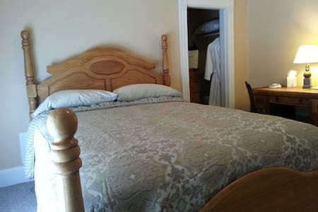 Full sized Four poster bed - Andere