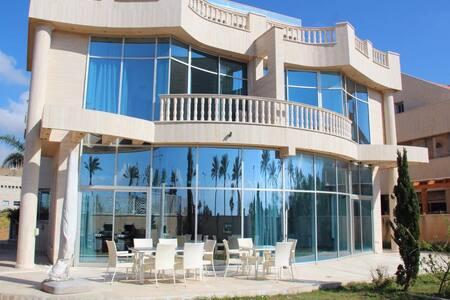 HUGE elegant Villa 100mt from Sea