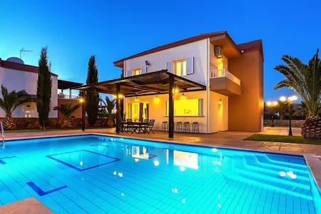 Luxury Villa Zeus - 3 bedrooms - Σίσι