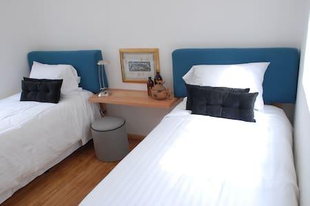 Dble Bedroon PVTE Bathroom CONDESA - Apartment
