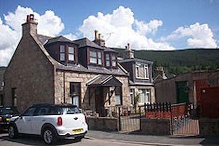 Cosy Cottage in Royal Deeside - Ballater - House
