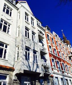 Nice inner city flat / art nouveu