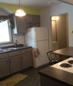 Private garden level apartment - Northfield - Apartment