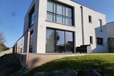 Villa contemporaine à 600m plage - House