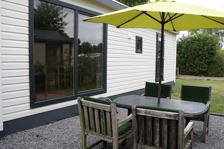 Nieuw luxe chalet rustig op camping - Chalet