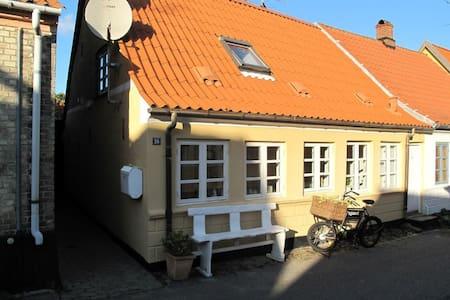 Charmerende byhus i Marstal - Marstal