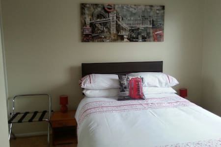 Spacious Double Room in Fulham SW6