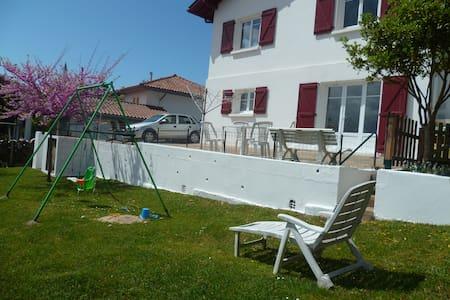 T2  à Bidart au calme avec terrasse et jardin - Huoneisto