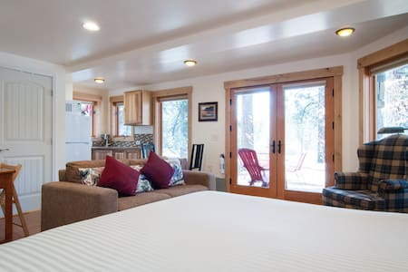 North Tahoe Studio Dog Friendly  - アパート