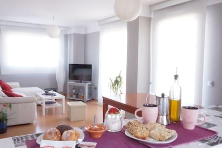 Bonita  habitación en piso nuevo. - Almería