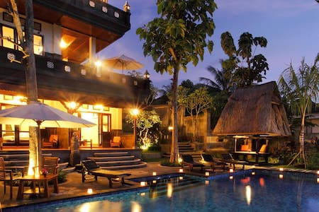 Located in the well know location in Monkey Forest road, Ubud, Pondok Pundi is a perfect place to experience the international village of Bali. Ubud center is only a few minutes walking distance from the hotel.