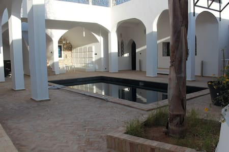 RIAD TAMTAR piscine, jacuzzi 10pers