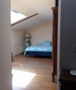 Loue chambre meublée totalement indépendante - House