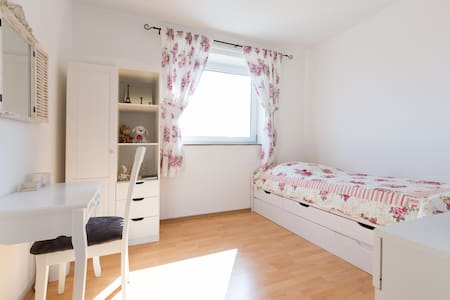 Room - 2 beds direct to Frankfurt - Langen (Hessen)