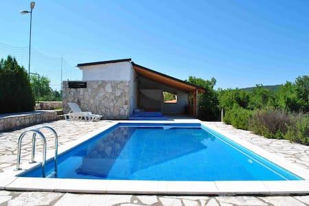 Lovely apartment with pool - Szoba reggelivel