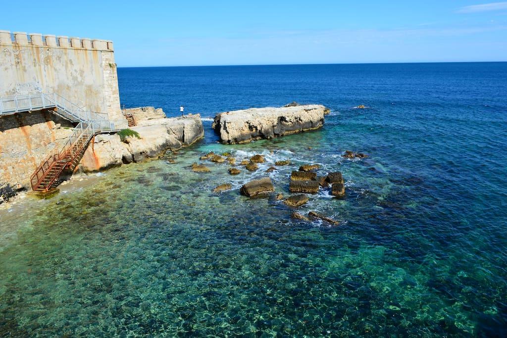 A window by the sea of Ortigia