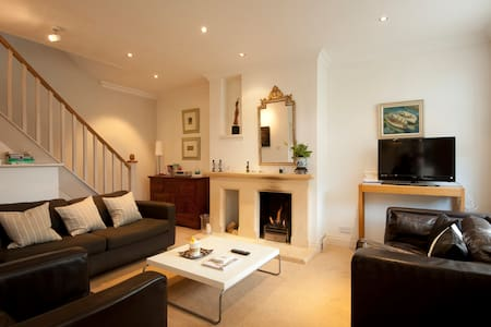 Cosy 2/3 Bed House Cirencester (1) - Casa
