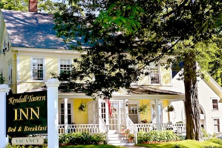 1832 Farm House-Freeport's most historic B and B - Freeport - Bed & Breakfast