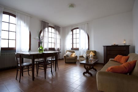 Quiet Tuscan Apartment - Huoneisto