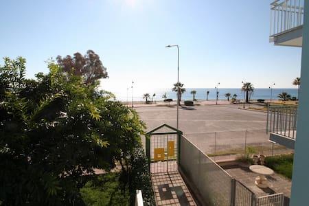 MARE JONIO - A soli 20 metri dalla spiaggia - Marina di Gioiosa Ionica - Huoneisto