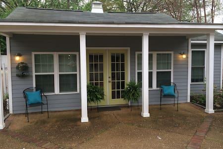 Guest Cottage near Midtown Memphis - House