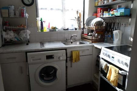 Cosy Studio Flat - Parking & WiFi - London - Apartmen