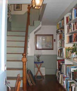 Comfy & convenient upstairs spot - Newburyport - Hus